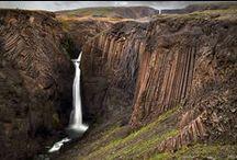 Islanda / Terra di ghiaccio e fuoco dai paesaggi straordinari con sfumature uniche di cui non si contano le declinazioni del blu del cielo, del verde acceso ed intenso dei prati e del nero delle sue rocce. Un viaggio in questa incredibile destinazione è un connubio perfetto tra natura, cultura ed avventura!