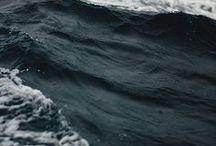 vízben.közel s hajón
