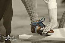 Cycleur De Luxe / Neue Konzepte für die Werbefotografie sind gefragt. Wir haben uns an den Schuhen von Cycleur De Luxe probiert und präsentieren den Auftraggebern Color-Key Technik angewendet auf Fotos in Sepia-Tonung. Dank Benno Radke, der sowohl über das passende Outfit als auch den richtigen Drahtesel verfügt, haben wir einen recht authentischen Stil fotografieren können.