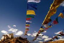 Himalaya / Oltre 39 anni di viaggi ci hanno permesso di creare un ventaglio di itinerari, inserito all'interno dei nostri prestigiosi cataloghi Cina ed India, per offrire un panorama a 360° di tutte le zone himalayane: dal Tibet con la sua antichissima cultura e dalla sublime bellezza naturale al Ladakh, fantastico altipiano annidato sul tetto del mondo; dal Bhutan, piccolo regno antico disponibile come partenze di gruppo nella programmazione di pochissimi operatori al coloratissimo Nepal.