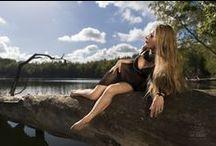 Session 'Balance of Wood' / Spätsommerliches Ambiente am See und der Balanceakt auf einem ins Wasser gekippten Baum.