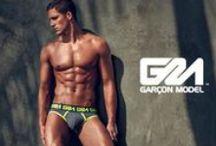 Garçon Model / Garçon Model heeft één van de mooiste collecties boxers, slips en jockstraps die er te verkrijgen is. Garçon Model is ontworpen voor mannen die hoge eisen stellen aan de pasvorm en stijl van hun ondergoed.