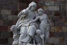 Die Göttin kehrt zurück / Die Göttin als Gebärerin der Schöpfung und der Schöpfungsmuster zeigt sich in ihren vielen Facetten.  www.kosmometrie.net
