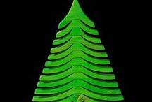 Wood Idia / Wood Idia – это известный бренд итальянской компании, которая производит уникальные дизайнерские ели из пихты. Это не просто обычные елки, это элегантные и функциональные атрибуты интерьера, но и главные героини Нового года и Рождества. Новый год с такой елкой из коллекции Wood Idia сделает его действительно сказочным, ведь ее ветки поворачиваются таким образом, что форма ели будет меняться прямо на Ваших глазах.