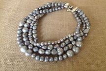 PEARLS to dream / El collar de perlas reinventado para vosotras en varios modelos que las mezclan con pasamaneria y seda... Rejuvenecidos y con mucho estilo.