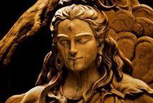 """SwáSthya Yôga / SwáSthya, em sânscrito, significa """"auto-suficiência"""" (swa= seu próprio). Também embute os significados de saúde, conforto, satisfação."""