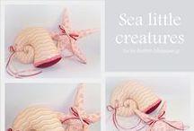 Θαλασσινές δημιουργίες. Sea creations / Χειροποίητες υφασμάτινες κατασκευές από το ζωικό βασίλειο της θάλασσας. Για διακόσμηση, στολισμό αλλά και υπέροχα δωράκια.   Πληροφορίες mail: tyxero.koympi@gmail.com