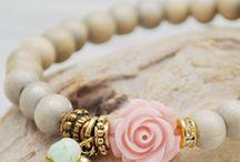 Bruidsarmbanden van kraaltjes. / Mooi zelfgemaakte armbandjes.