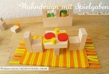 Wohndesign mit Holzbausteinen / Mit den Holzbausteinen nach Froebel (Spielgabe 3-6) kannst du kleine Möbel designen. Hinzu kommt das Geo-Legematerial der Spielgabe 7-10, damit wird das Wohnambiente bunter und vielseitiger. Hier einige Beispiele- auch gerne zum Nachbauen für Kinder!