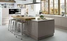 Kitchen Unit Colours / It can be difficult choosing a colour for your kitchen if you are a bit nervous to veer away from the safety of neutral colours like Ivory or white. Picking soft colours such as Taupe or Sage Grey is a great choice as they are subtle and will not date. They will suit a modern or a more traditional kitchen style.