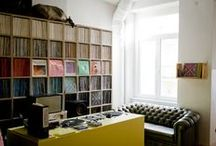 Vinyl Collections / Musicians and music artists with their vinyl record collections, along with vinyl collections on their own.