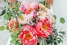 Wedding bouquets with peonies / Beautiful wedding bouquets with peonies in all colors! Romantic wedding flowers for your wedding day!