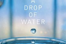 A Drop Of Water / In A Drop of Water: A Book of Science and Wonder, the combination of simple text and clear photographs explain science secrets of the everyday world. A classroom classic.