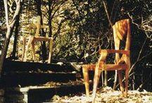 JK. Rückblick / Jörn Konrad arbeitet seit über 25 Jahren mit dem Material Holz. Dieses Board dient als Rückblick seiner Arbeiten.