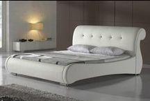 Postele s elegancí / Taky občas sníte o posteli, která je jako vystřižená z luxusní ložnice přepychové vily? Teď už si o ní nemusíte jen snít, u nás totiž najdete elegantní a originální postele za ceny, jako za ty obyčejné. Podívejte se do alba, kde najdete postele inspirované zámeckými komnatami i posledními designovými trendy.
