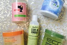 Natural Hair /// / Natural hair routines, products and reviews! Check out my go-to products for my thick, curly hair.