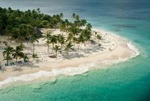 Samaná / Weiße Strände, Palmenhaine und kleine, der Bucht vorgelagerte, Inseln – die Halbinsel Samaná ist berühmt für ihre Traumstrände. / White beaches, palm trees and little off the coast islands -  Samaná Bay is famous for its spectacular and remote beaches.