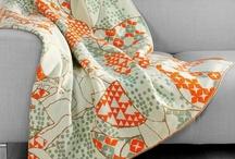 Hometextiles from malkaoi / Die Strickdecken, Tagesdecken und Kinderdecken aus Naturmaterialien wie Baumwolle, Merinowolle und Leinen sind mit ihren außergewöhnlichen Muster ein absoluter Blickfang.