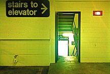 Walk the stairs! / De lift uit en de trap op.