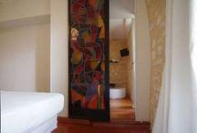 Chambre blanche Le Coteau de Belpech / Suite familiale pour 4 personnes. Une chambre toute douce aux couleurs chaleureuses et aux tons naturels ouverte sur une salle d'eau