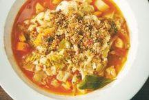 Herbst-Rezepte / Bunte Blätter, goldene Sonnenstrahlen und neblige Nachmittage: Der Herbst ist da! Jetzt haben wir Lust auf deftige und wärmende Küche mit Kartoffeln, Kürbis, Äpfeln und Co.