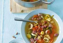 Soup up! / Besonders in den kälteren Monaten freuen wir uns über deftige Eintöpfe und wärmende Suppen. Aber auch als Starter für eine Menü-Folge sind sie nicht zu verachten. Lasst euch von unseren Suppen- und Eintopf-Rezepten inspirieren!