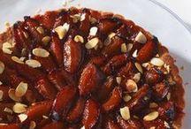 Pflaumen und Zwetschgen / Herbstzeit ist Zwetschgen- und Pflaumenzeit. Wir lieben die süßen Früchte auf Kuchen, als Mus oder Kompott. Entdeckt hier unsere vielseitigen Rezepte!