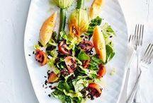 Rezepte - Frisch aus dem Garten / Zucchini, Bohnen, Paprika, Tomaten - Gemüse in allen Farben und Formen schmückt jetzt unsere Gärten. Frisch zubereitet schmecken die leckeren Schätze besonders gut. Probieren Sie unsere Rezepte für die Erntezeit! essen & trinken