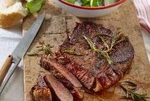 Die besten Steak-Rezepte / Vom Rind, Kalb, Schwein oder Wild - das perfekte Steak ist ein absoluter Genuss! Frischer Salat oder deftige Beilage dürfen das zarte Fleisch begleiten. Jetzt müssen wir uns nur noch entscheiden, ob rare, medium oder well done!