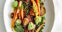 Vegane Köstlichkeiten / Die vegane Küche begeistert durch verschiedenste Aromen und sorgsam ausgewählte Zutaten - und das alles ohne die Zugabe von tierischen Produkten. Von wegen, vegan ist nur Salat! Wie wäre es mit einem duftendem Curry, leckerer Pasta, deftigen und süßen selbstgemachten Aufstrichen oder einem veganen Jägertopf?