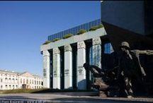 Plac Krasińskich w Warszawie / Oto przewodnik po miejscu pełnym znaczeń. Przeszłość, dzień dzisiejszy i przyszłość splatają się u zbiegu ulic Długiej, Miodowej, Bonifraterskiej