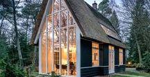 Petites et mini-maisons / Tiny or small houses / Un rêve... Des fenêtres, beaucoup de fenêtres. Avoir cette impression d'être dehors en étant dedans. La concevoir en bonne partie et y vivre, entourée de tendresse, d'arbres, de fleurs, d'oiseaux et d'un point d'eau.