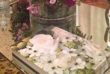Decorações Ateliê / Meu ateliê meu cantinho! onde trabalho!!! aonde crio meus projetos, atendo meus clientes e faço todas as produções com flores. Um lugar simples, acolhedor, cheio de mimos e detalhes.