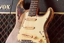 Guitars / Gitarren, Gitarren und Gitarren