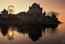 Yvoire / Yvoire, la perle du Lac Léman, est un village médiéval fleuri situé en Haute-Savoie, en France.   Yvoire est classé parmi les Plus Beaux Villages de France.