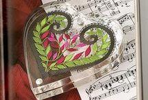Corações / Hearts / Renda de bilros - Esquemas e desenhos de corações || Bobbin lace - patterns of hearts