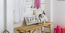 """Home: Mudroom / A mudroom plus organizing space for the day is a must have in a busy home. Mudrrom/ Laundry room / garage Um """"quartinho da bagunça"""" é o ambiente perfeito para se ter numa casa agitada."""