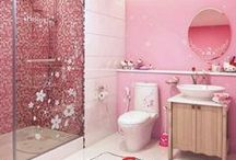 Hello Kitty Bathroom Set / Brighten up your day with a Hello Kitty Bathroom Set. Hello Kitty has her image on everything, so you can easily theme your bathroom with shower curtains, toilet paper, rugs and other items.