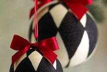 Black and White Christmas Ornaments / Black and white Christmas ornaments for a very contemporary tree that is sure to get attention this festive season.