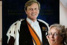 Onze Suus & Koningsdag / Koningsdag is de nationale feestdag van Nederland, Curaçao, Sint Maarten en Aruba en is een feestdag ter ere van de regerende vorst. Vanaf 1949 tot en met 2013 valt Koninginnedag op 30 april, de verjaardag van koningin Juliana. Vanaf 2014 zal 'Koningsdag' op 27 april, de verjaardag van dan koning Willem-Alexander worden gevierd. Onze Suus viert mee.
