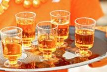 Dit drinkt Onze Suus / Van thee, koffie, groentesap, fruitsap, smoothie, limonade, wijn, bier, likeur, cocktails tot gewoon water. Onze Suus is dorstig.