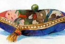 La princesa i el pèsol / Hans Christian Andersen va escriure l'any 1835,el conte d'una princesa amb una naturalesa sensible, prou sensible com per sentir un pèsol amagat sota diverses capes de roba de llit; que ha arribat a totes les generacions en moltes cultures. La seva primera col·lecció de set contes de fades, entre ells La princesa i el pèsol, va ser el començament d'un nou gènere de contes per a nens. Aquest conte s'utilitza com a símbol pels que pateixen fibromialgia