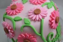 Cakes > Petit Gateau xo / Exquisite small cakes that are a beautiful alternative to elaborate cupcakes. Keva xo