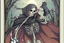 XIII Смерть.The Death. / La Morte, La Mort, Der Tod. Необходимость кардинальных перемен. Освобождение. Расцвет новой эры. Прошлое позади. Завершение одного жизненного цикла и начало нового. Закладывание нового образа жизни. Смерть старой личности. Обретение силы. Возрождение. Внезапные и необратимые перемены. Очищение. Искупление. Обретение новых жизненных сил. Освобождение от бесполезных дел.