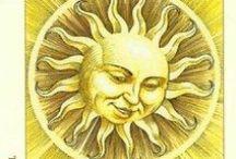XIX Солнце. The Sun. / Il Sole, Le Soleil, Die Sonne. Жизненная энергия. Удовольствие. Честолюбие. Утверждение. Обретение силы. Мужская энергия. Время взять на себя ответственность. Благоприятное развитие. Озарение. Истина. Логика. Ясное мышление. Теплота. Дружба. Сила позитивного мышления. Радость. Удовлетворение. Творческое самовыражение. Надежда. Обогащение. Самоконтроль. Благословение. Духовная победа.  Возможности. Изобретения. Брак. Дети.. Хорошее здоровье. Мужество. Счастье. Благосостояние.