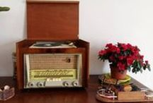 Audio Vintage / Ecouter de vieux vinyles sur une platine Vintage grâce à un amplificateur Vintage restauré dont la musique sort d'une paire d'enceintes Vintage ! Le pied pour les passionnés du son, non ? Rendez-vous sur le site lesvieilleschoses.com !