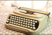 Machines à écrire et ordinateurs Vintage / La technique des produits high tech des années 70 ? Oui cela existe ! Ordinateur Macintosh ou son ancêtre la machine à écrire, tout y est pour vous rappeler votre enfance. Rendez-vous sur le site lesvieilleschoses.com !