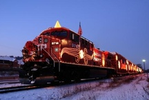 Christmas Trains / Christmas train rides feature seasonal rail events including Santa train rides, holiday dinner trains, and Christmas lights excursions. http://www.traintraveling.com/events/christmas-trains/index.html