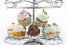 Cupcake stands, Containers & Boxes / Our cupcake boxes come in a variety of colors and also have windows that allow you to display your cupcakes. We pride ourselves in curating a selection of cupcake boxes that we are willing to put our reputation on. Please browse our selection below and buy safely and securely today.