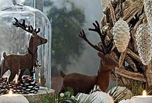 Edle Winterwelt / Wenn es im Winter draußen dunkler und kälter wird, ist es Zuhause umso gemütlicher. Die Winterwelt hält für uns fantastische Inspirationen mit stimmungsvollen, warmen Farben und edlen Accessoires bereit. Die schönsten haben wir für Dich und Dein Zuhause hier zusammengestellt.